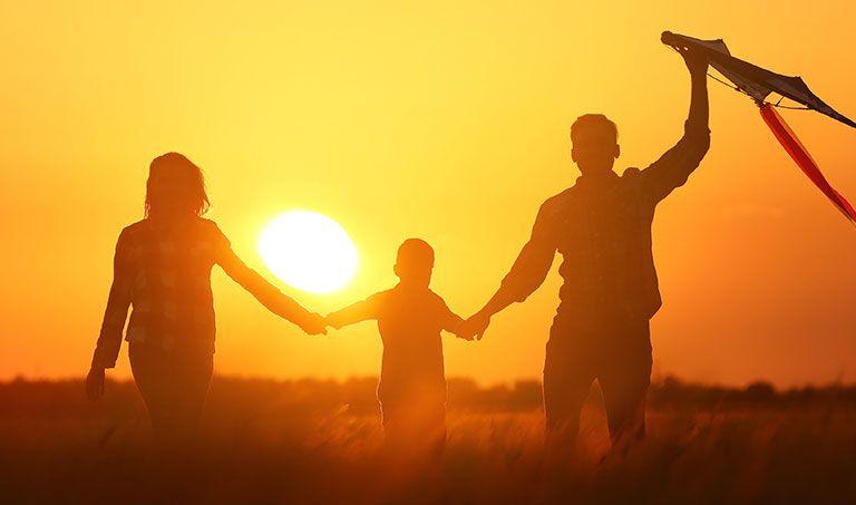 In einer Sorgerechtsverfügung können Eltern festlegen, wer sich um ihre minderjährigen Kinder kümmert, wenn beiden Elternteilen etwas zustößt.