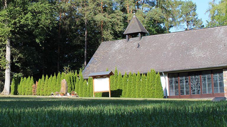Rasengräber auf dem Friedhof Mittelreidenbach