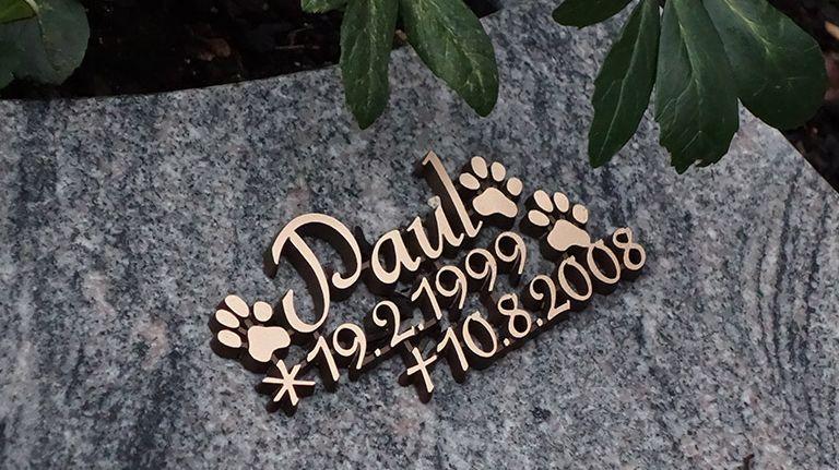 Auch bei der Mensch-Tier-Bestattung sind besondere Grabgestaltungen üblich.