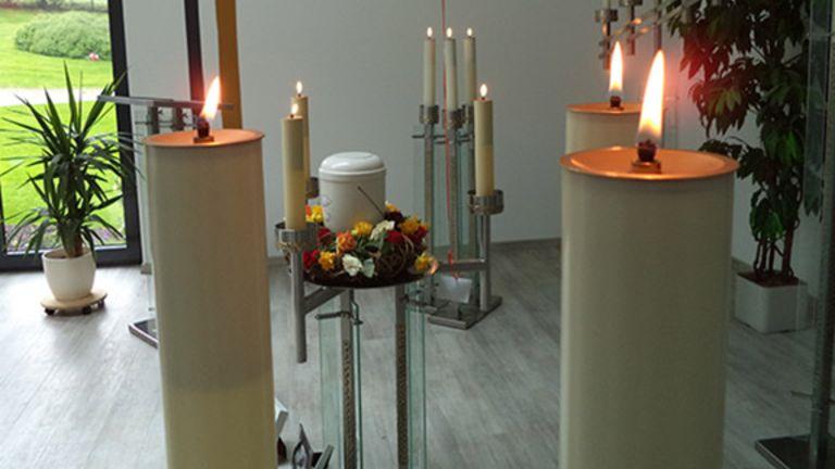 Urne in der Trauerhalle